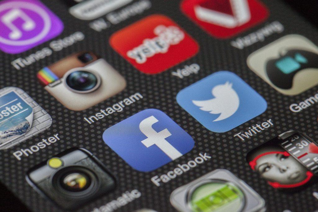 Facebook, populiarumas, twitter, instagram, yelp